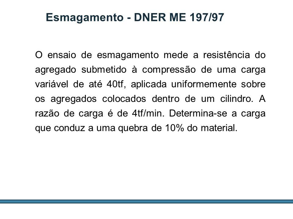 ESTUDOS DE AGREGADOS / 46 O ensaio de esmagamento mede a resistência do agregado submetido à compressão de uma carga variável de até 40tf, aplicada un