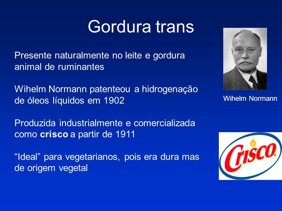 Gordura trans Presente naturalmente no leite e gordura animal de ruminantes Wihelm Normann patenteou a hidrogenação de óleos líquidos em 1902 Produzid