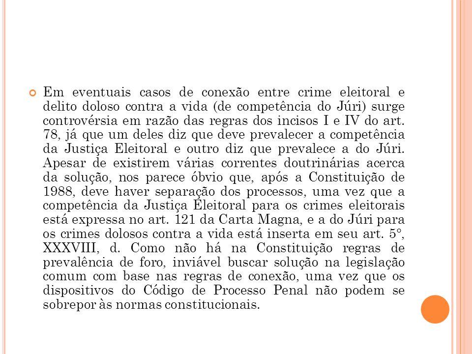 Em eventuais casos de conexão entre crime eleitoral e delito doloso contra a vida (de competência do Júri) surge controvérsia em razão das regras dos
