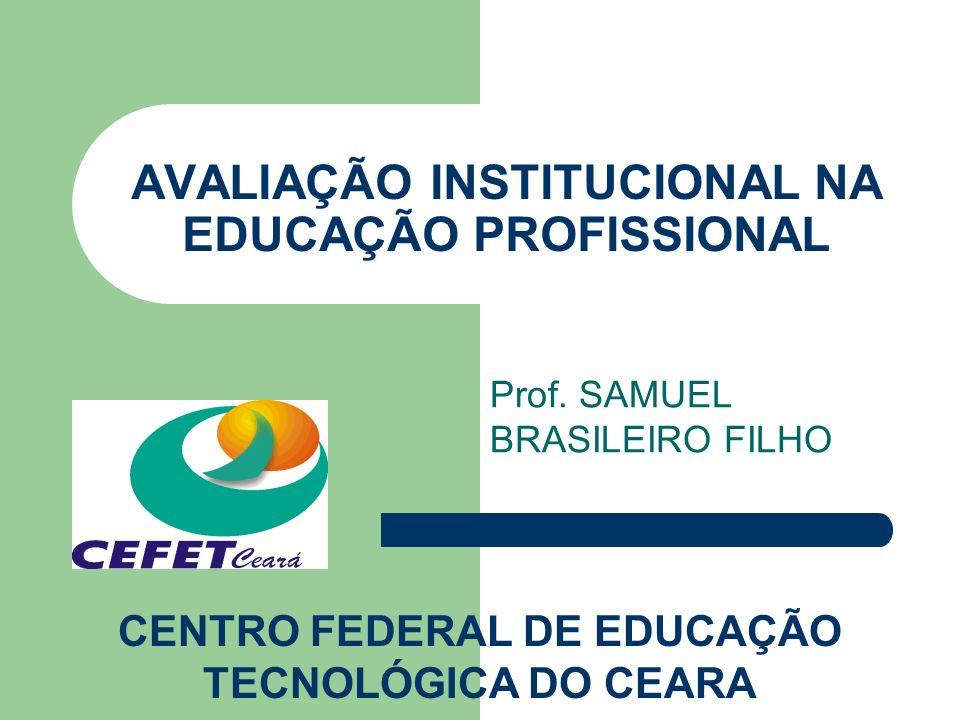 AVALIAÇÃO INSTITUCIONAL - DEFINIÇÃO Processo contínuo e sistemático de avaliação da Instituição com base em indicadores internos e externos, compartilhadamente definidos, visando a melhoria da qualidade do ensino, pesquisa e extensão.