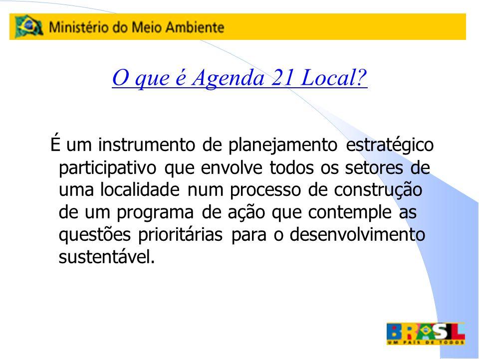 O que é Agenda 21 Local? É um instrumento de planejamento estratégico participativo que envolve todos os setores de uma localidade num processo de con
