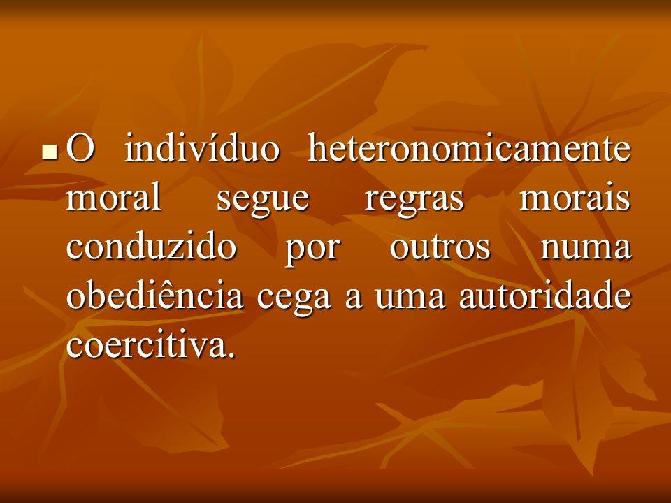 O indivíduo heteronomicamente moral segue regras morais conduzido por outros numa obediência cega a uma autoridade coercitiva. O indivíduo heteronomic