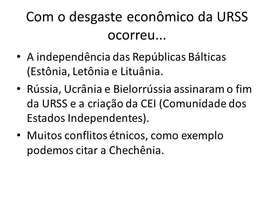 Com o desgaste econômico da URSS ocorreu... A independência das Repúblicas Bálticas (Estônia, Letônia e Lituânia. Rússia, Ucrânia e Bielorrússia assin
