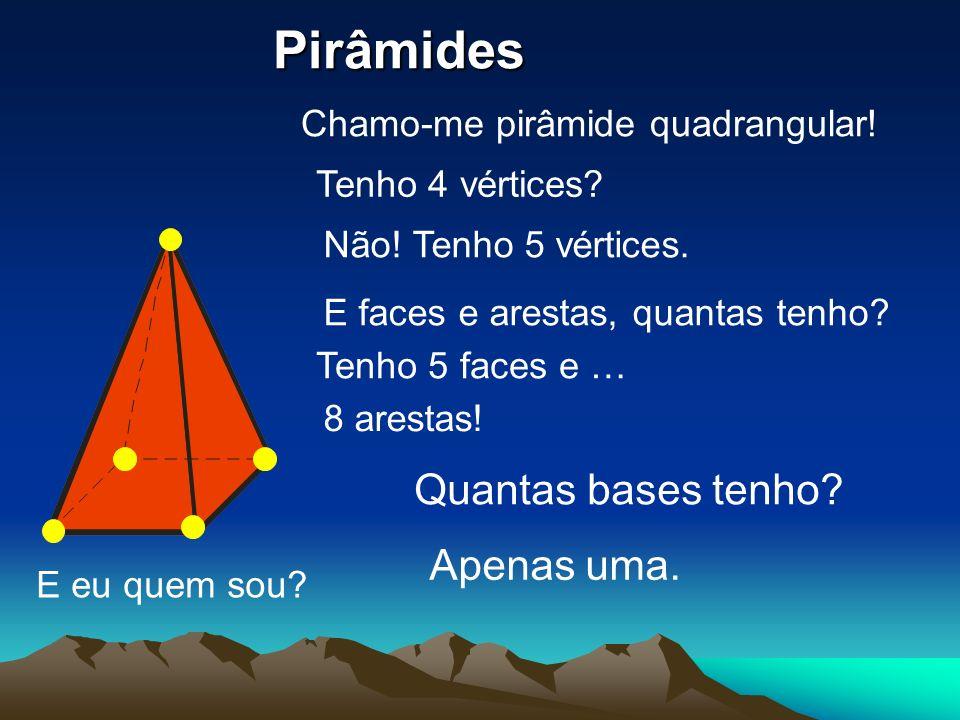 E eu quem sou? Chamo-me pirâmide quadrangular! Tenho 4 vértices? Não! Tenho 5 vértices. E faces e arestas, quantas tenho? Tenho 5 faces e … 8 arestas!