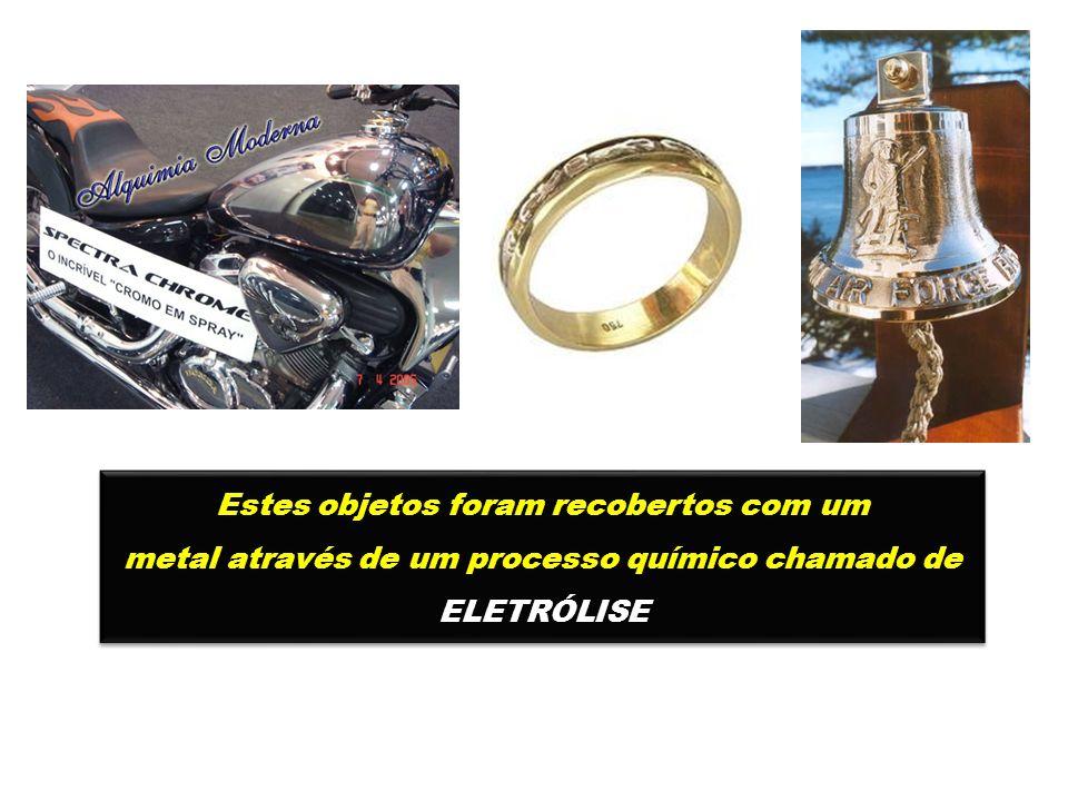 Estes objetos foram recobertos com um metal através de um processo químico chamado de ELETRÓLISE Estes objetos foram recobertos com um metal através d