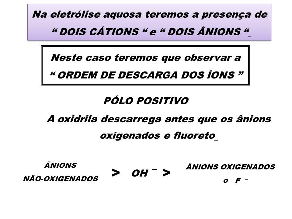 Na eletrólise aquosa teremos a presença de DOIS CÁTIONS e DOIS ÂNIONS Na eletrólise aquosa teremos a presença de DOIS CÁTIONS e DOIS ÂNIONS Neste caso