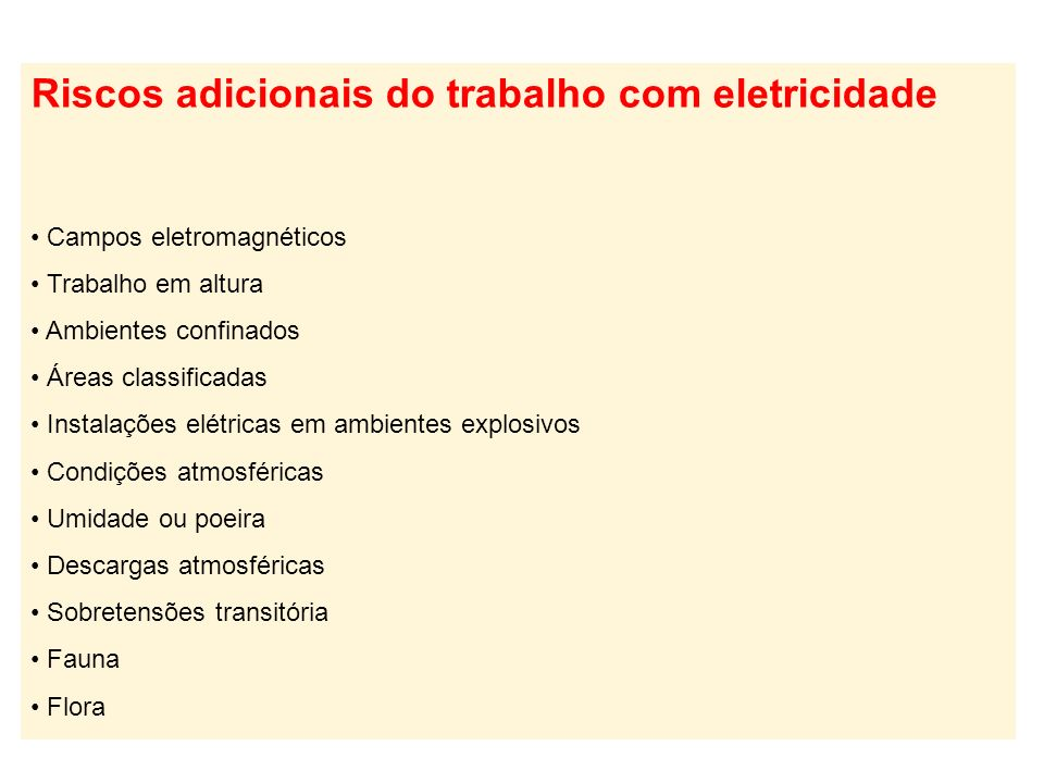 O arco elétrico liberando energia térmica que, depois de calculada, define a vestimenta de proteção adequada para o trabalhador. Arco elétrico