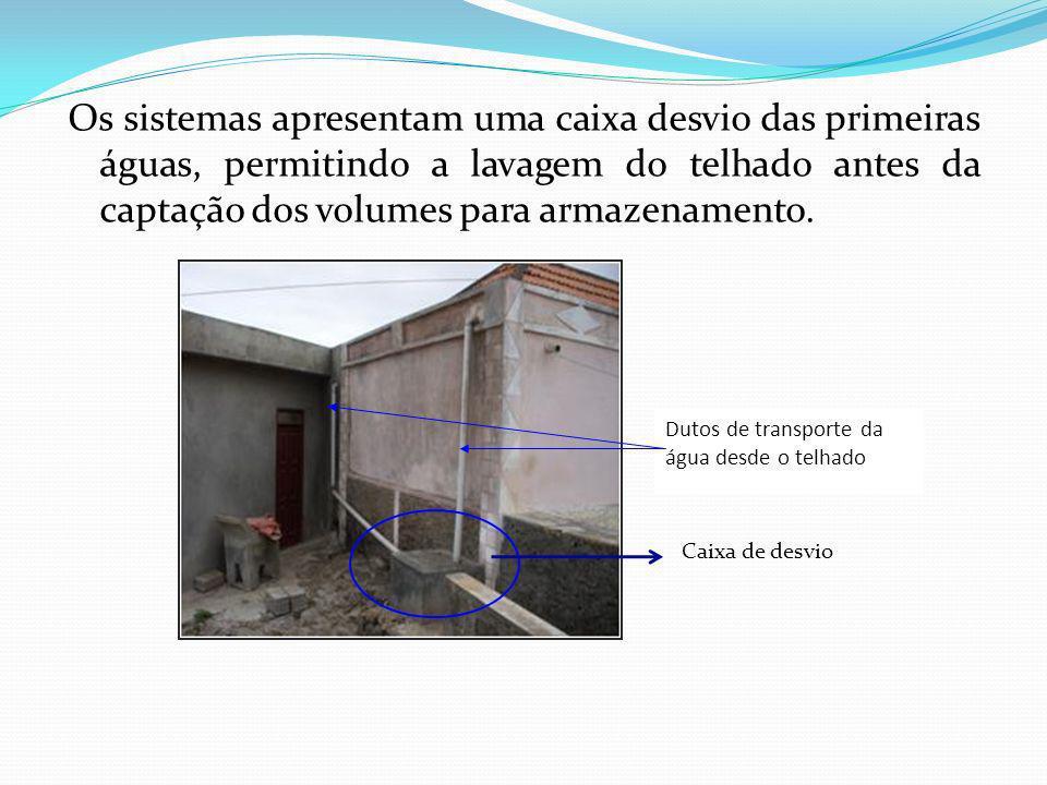 Os sistemas apresentam uma caixa desvio das primeiras águas, permitindo a lavagem do telhado antes da captação dos volumes para armazenamento. Dutos d