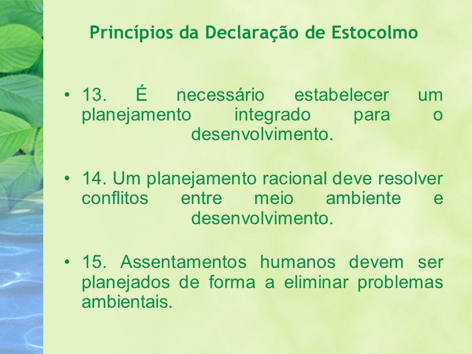 Princípios da Declaração de Estocolmo 13. É necessário estabelecer um planejamento integrado para o desenvolvimento. 14. Um planejamento racional deve