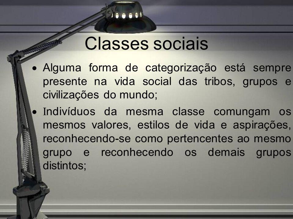 Classes sociais Variáveis relacionadas com a classe social influenciam no comportamento do consumidor, um produto pode ter diferentes apelos para os diversos níveis sociais.