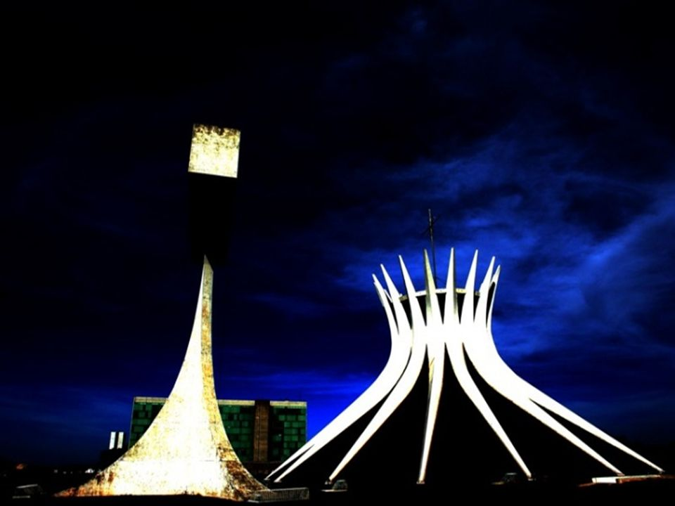Em 12 de setembro de 1958 foi lançada a pedra fundamental da Catedral Metropolitana de Brasília, que é uma expressão do gênio artístico do arquiteto O