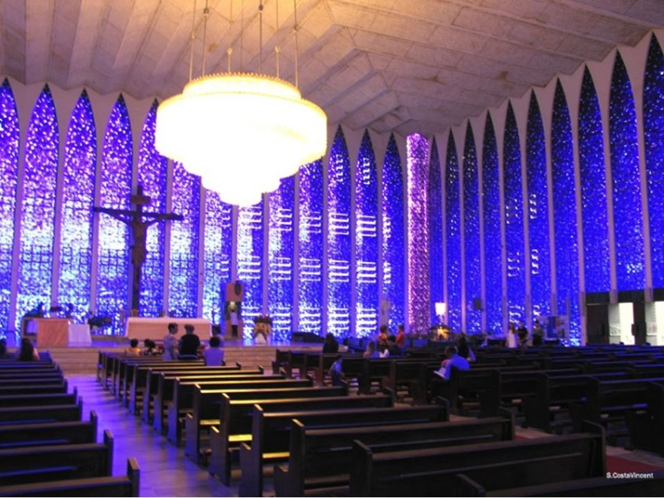 Santuário Dom Bosco é uma das mais conhecidas Igrejas de Brasília e uma das imagens mais frequentes nos cartões- postais dessa cidade. Ocupa uma boa p