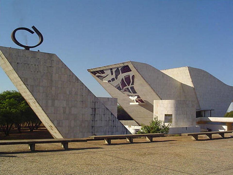 foi inaugurado em 7 de setembro de 1986 Localiza-se na Praça dos Três Poderes, em Brasília. Apresenta arquitetura modernista, simbolizando uma pomba,