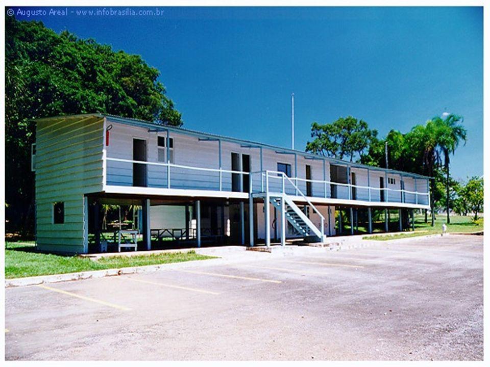 Catetinho Projeto de Oscar Niemeyer, foi construído em apenas 10 dias, em novembro de 1956, é um prédio simples, feito de madeira, e conhecido como Pa