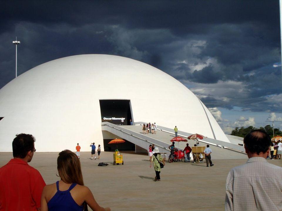 O Complexo Cultural da República João Herculino é uma edificação destinada a promover eventos culturais. É o maior centro cultural do Brasil. Foi inau