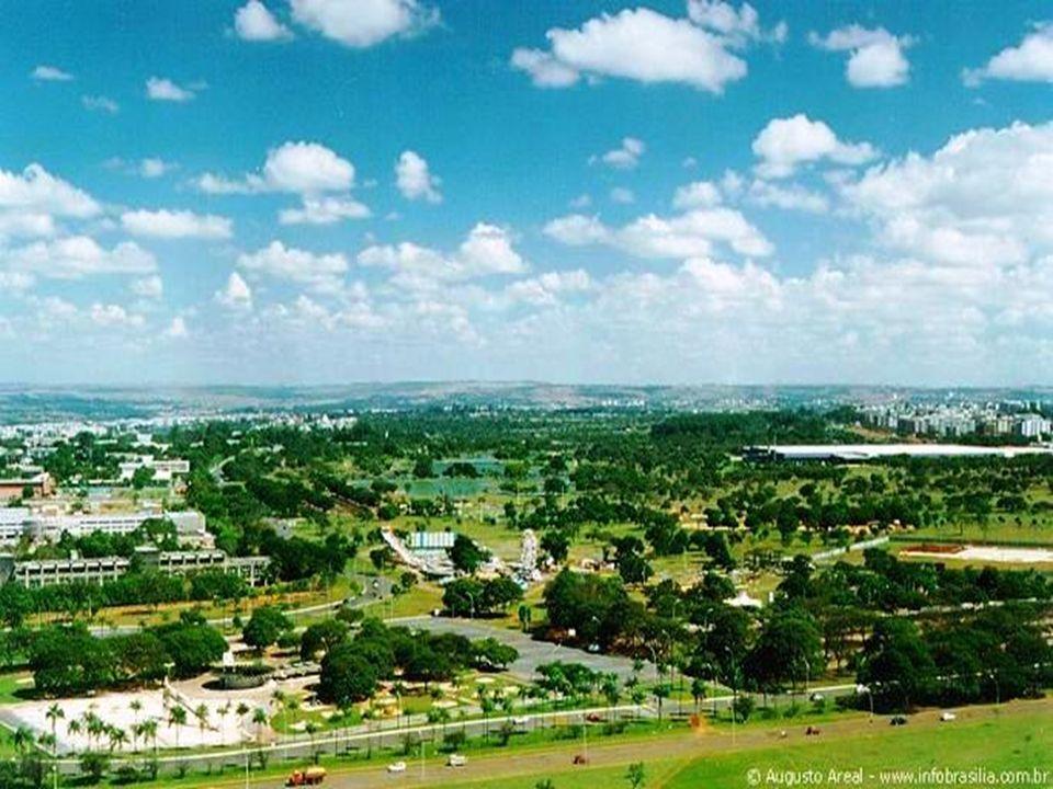 Tem 4,2 milhões de m². Localizado no centro da cidade, junto à Asa Sul, tem o terceiro maior pavilhão coberto para feiras e exposições do Brasil.