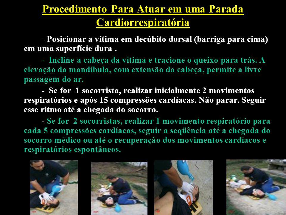 Procedimento Para Atuar em uma Parada Cardiorrespiratória - Posicionar a vítima em decúbito dorsal (barriga para cima) em uma superfície dura. - Incli