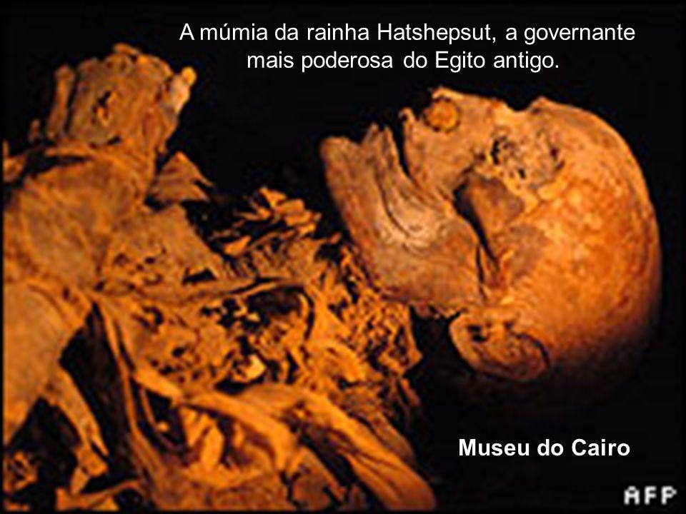A múmia da rainha Hatshepsut, a governante mais poderosa do Egito antigo. Museu do Cairo