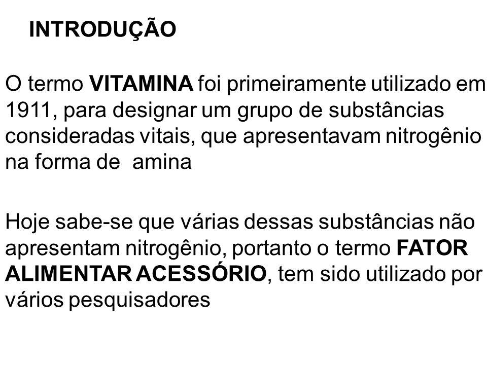 INTRODUÇÃO O termo VITAMINA foi primeiramente utilizado em 1911, para designar um grupo de substâncias consideradas vitais, que apresentavam nitrogêni