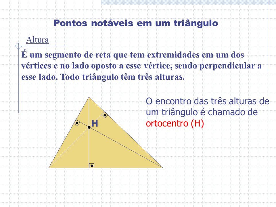 Pontos notáveis em um triângulo Altura É um segmento de reta que tem extremidades em um dos vértices e no lado oposto a esse vértice, sendo perpendicu