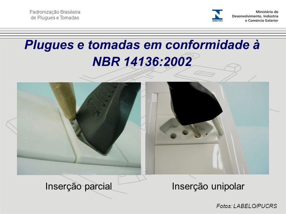 Padronização Brasileira de Plugues e Tomadas Plugues e tomadas em conformidade à NBR 14136:2002 Inserção parcialInserção unipolar Fotos: LABELO/PUCRS