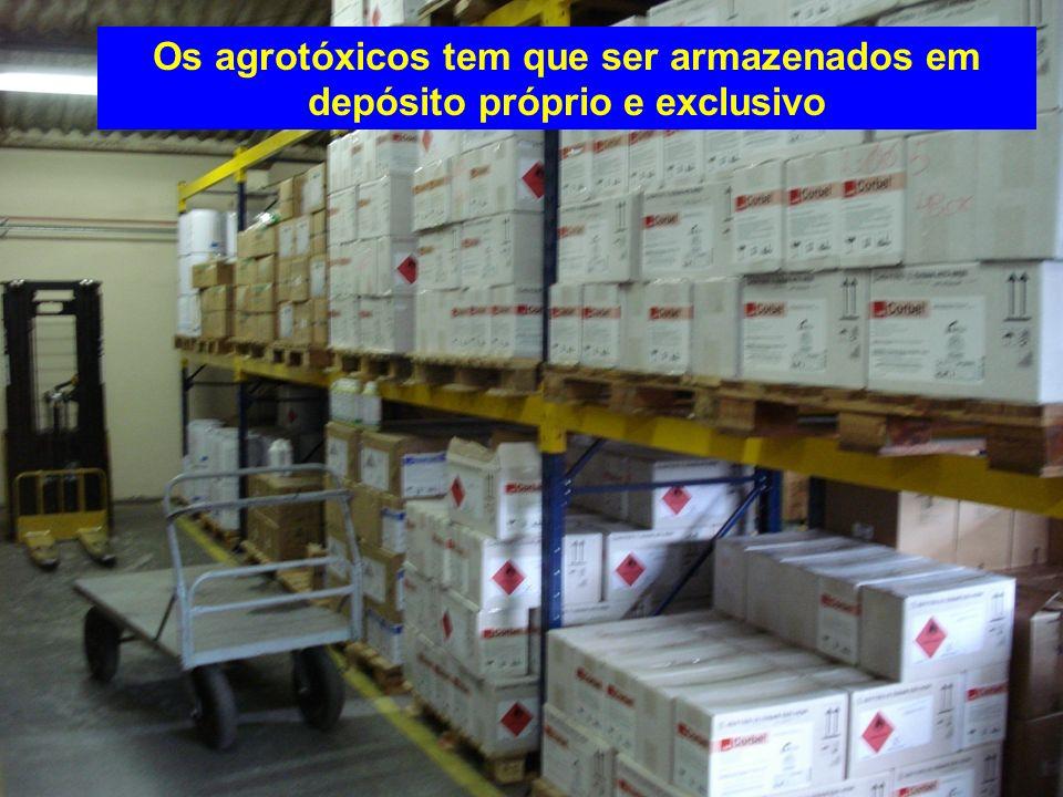 PROIBÍDO ARMAZENAR Agrotóxicos Junto com outros produtos Dec.