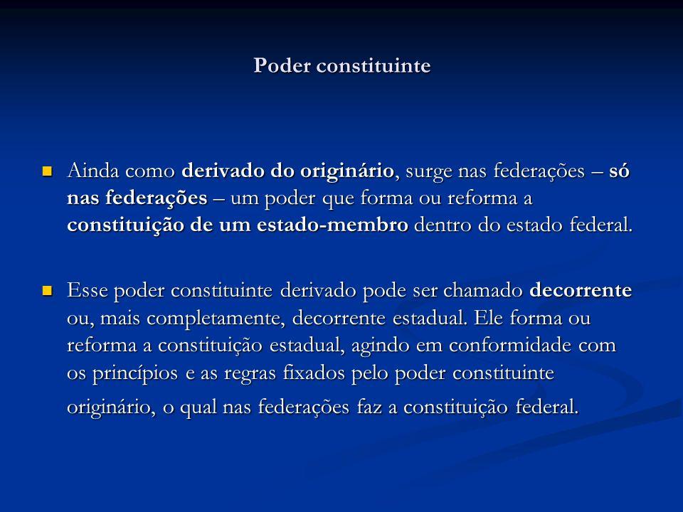 Poder constituinte Ainda como derivado do originário, surge nas federações – só nas federações – um poder que forma ou reforma a constituição de um es
