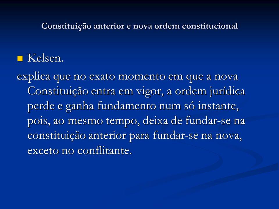 Constituição anterior e nova ordem constitucional Kelsen. Kelsen. explica que no exato momento em que a nova Constituição entra em vigor, a ordem jurí