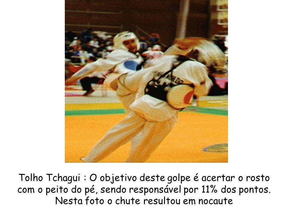 Tolho Tchagui : O objetivo deste golpe é acertar o rosto com o peito do pé, sendo responsável por 11% dos pontos. Nesta foto o chute resultou em nocau