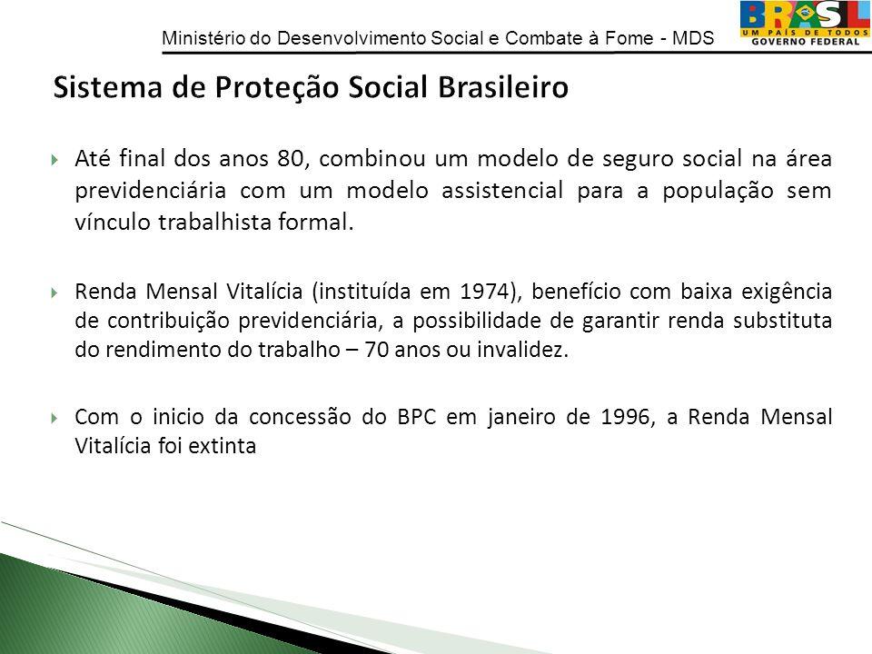 Ministério do Desenvolvimento Social e Combate à Fome - MDS Até final dos anos 80, combinou um modelo de seguro social na área previdenciária com um m