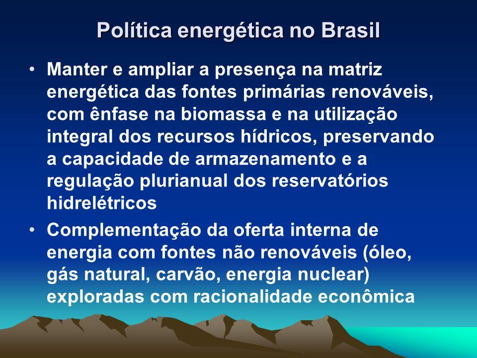 Política energética no Brasil Manter e ampliar a presença na matriz energética das fontes primárias renováveis, com ênfase na biomassa e na utilização