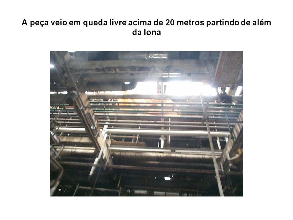 A peça veio em queda livre acima de 20 metros partindo de além da lona