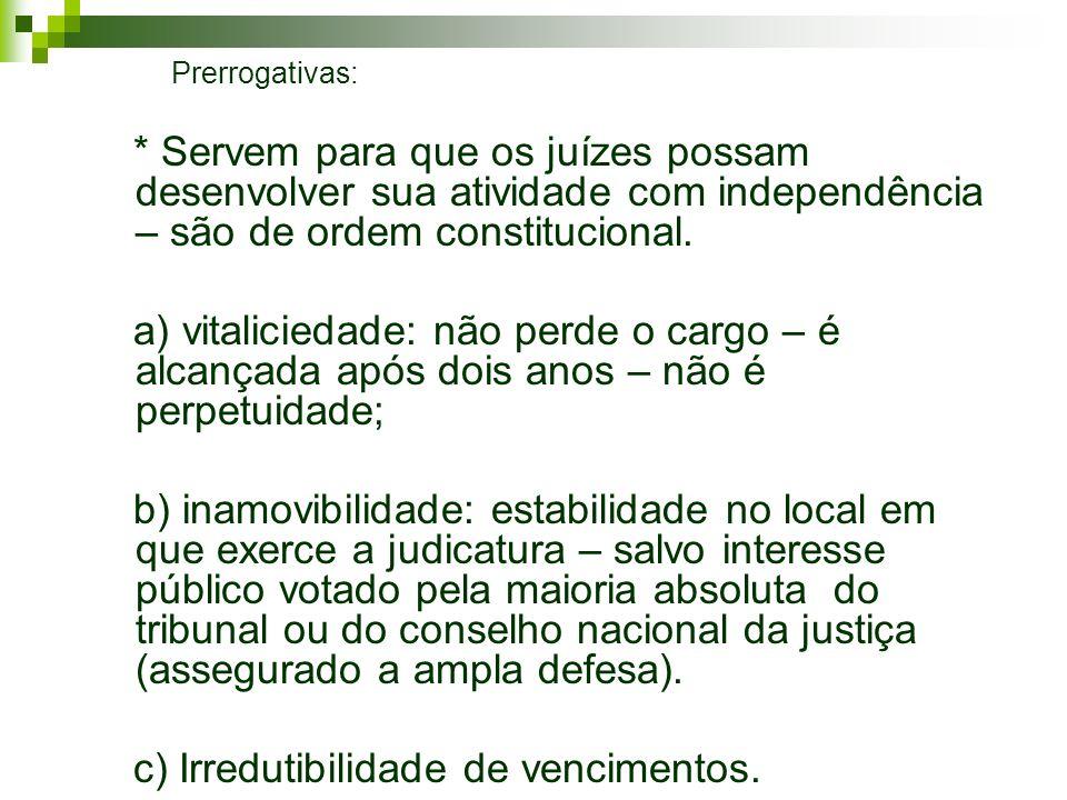 Prerrogativas: * Servem para que os juízes possam desenvolver sua atividade com independência – são de ordem constitucional. a) vitaliciedade: não per