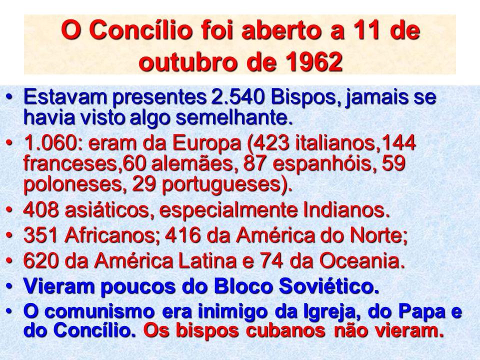 O Concílio foi aberto a 11 de outubro de 1962 Estavam presentes 2.540 Bispos, jamais se havia visto algo semelhante.Estavam presentes 2.540 Bispos, ja
