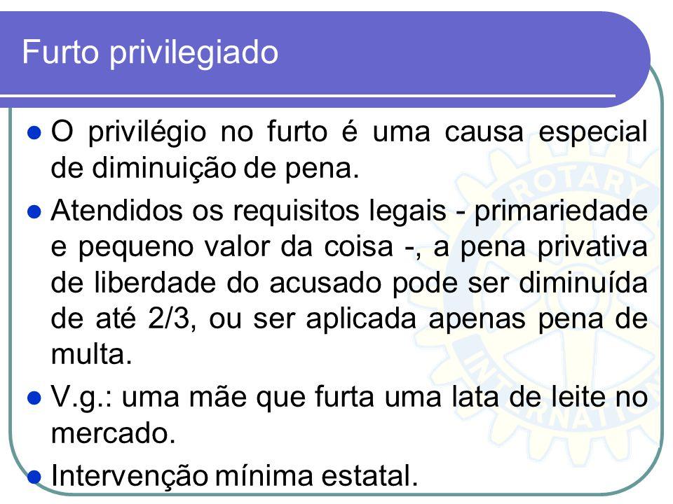 Furto privilegiado O privilégio no furto é uma causa especial de diminuição de pena. Atendidos os requisitos legais - primariedade e pequeno valor da
