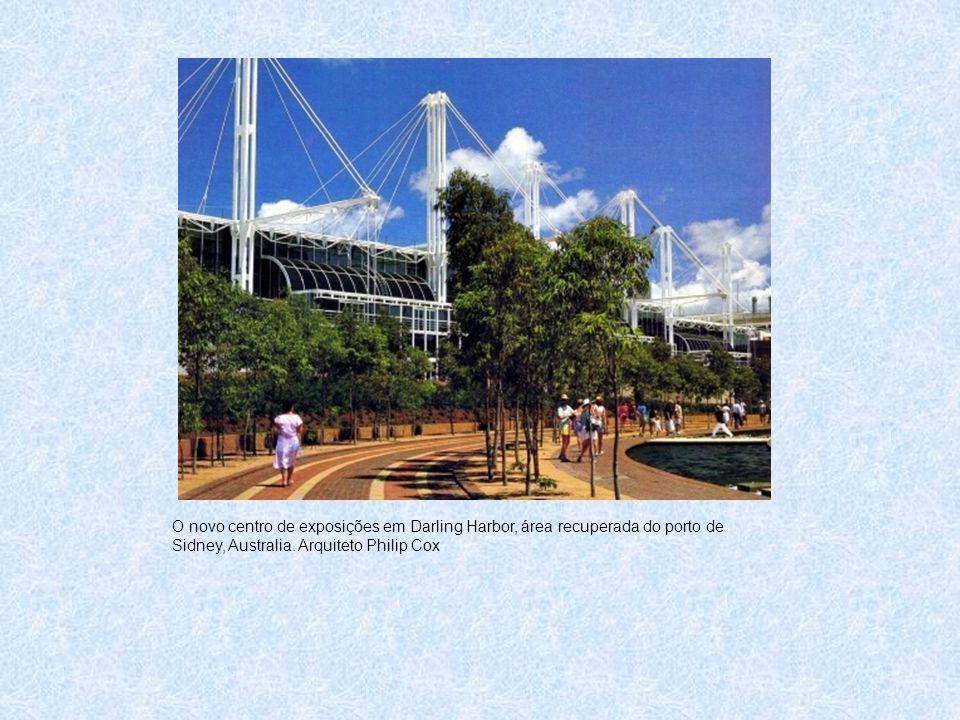 O novo centro de exposições em Darling Harbor, área recuperada do porto de Sidney, Australia. Arquiteto Philip Cox