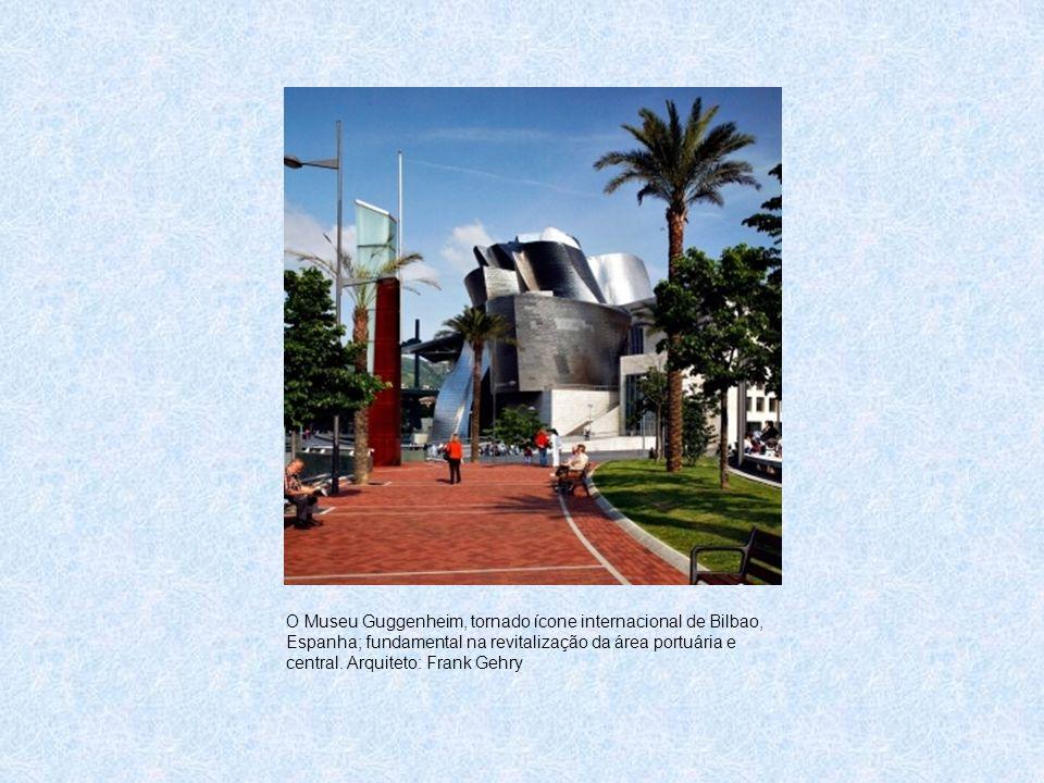 O Museu Guggenheim, tornado ícone internacional de Bilbao, Espanha; fundamental na revitalização da área portuária e central. Arquiteto: Frank Gehry