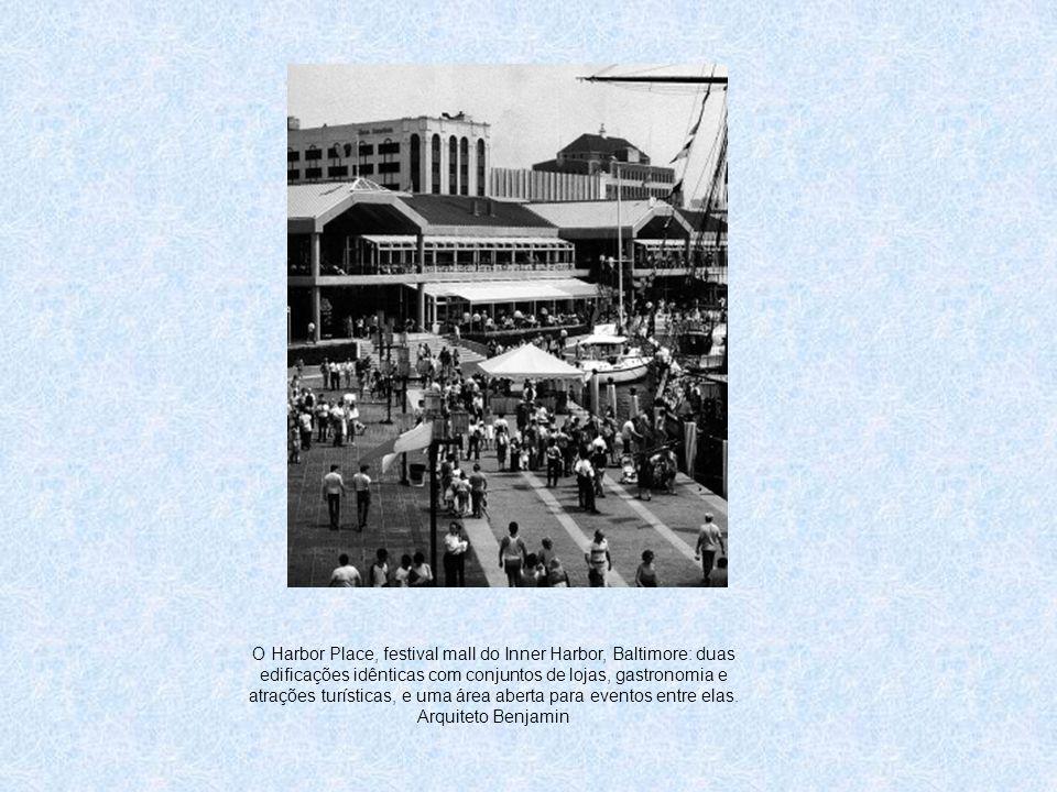 O Harbor Place, festival mall do Inner Harbor, Baltimore: duas edificações idênticas com conjuntos de lojas, gastronomia e atrações turísticas, e uma