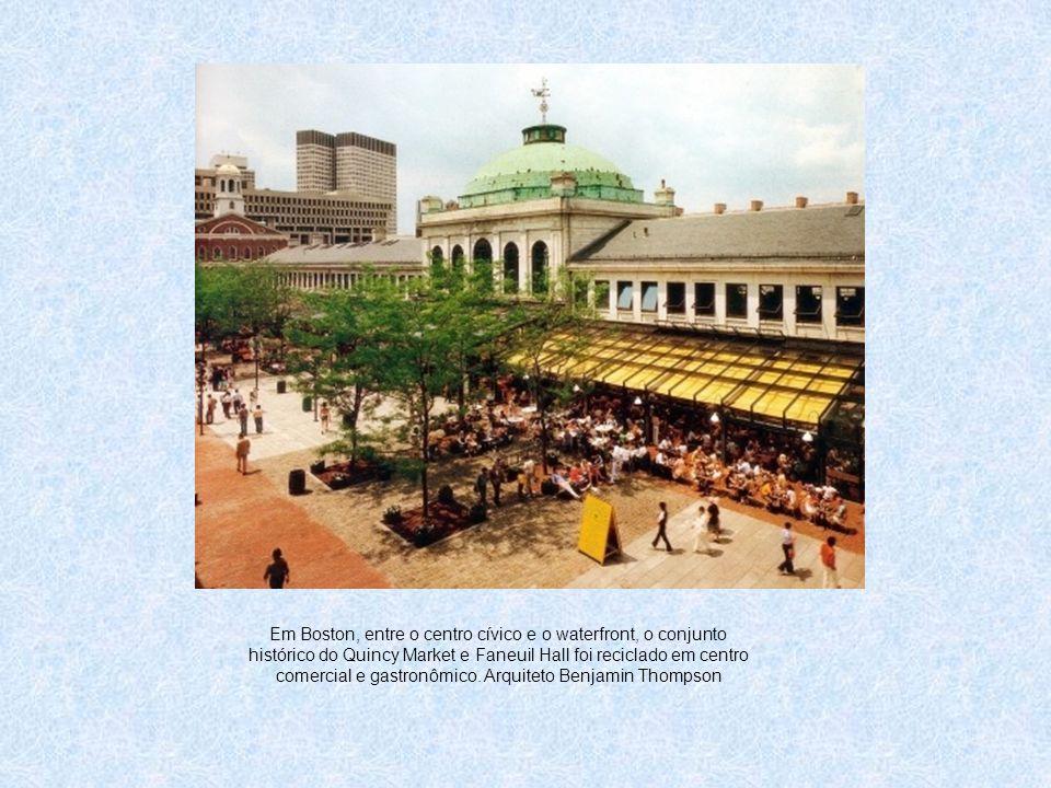 Em Boston, entre o centro cívico e o waterfront, o conjunto histórico do Quincy Market e Faneuil Hall foi reciclado em centro comercial e gastronômico
