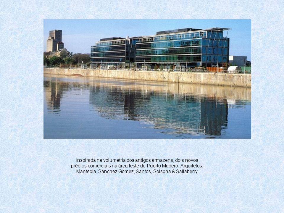 Inspirada na volumetria dos antigos armazens, dois novos prédios comerciais na área leste de Puerto Madero. Arquitetos: Manteola, Sánchez Gomez, Santo
