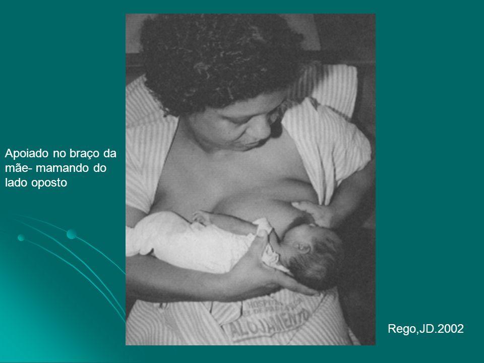 Apoiado no braço da mãe- mamando do lado oposto Rego,JD.2002