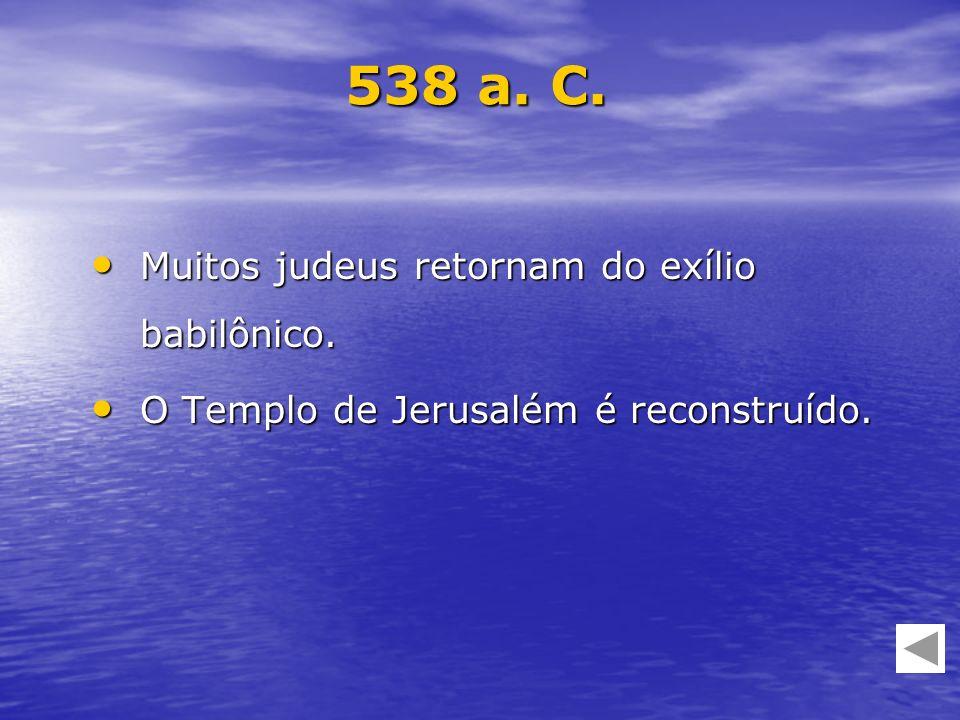 Muitos judeus retornam do exílio babilônico. Muitos judeus retornam do exílio babilônico. O Templo de Jerusalém é reconstruído. O Templo de Jerusalém