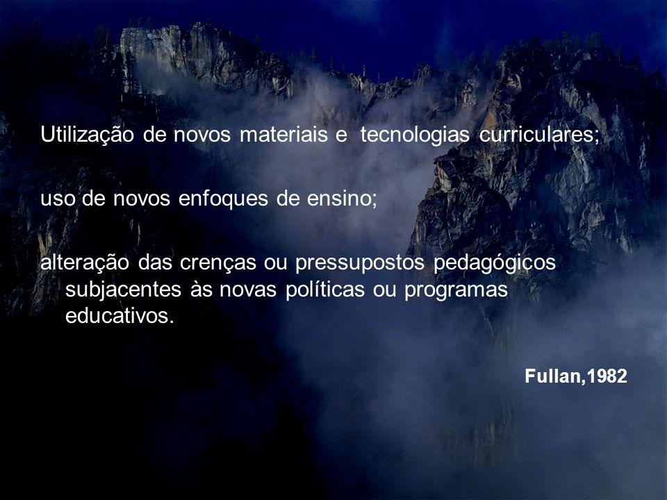 Utilização de novos materiais e tecnologias curriculares; uso de novos enfoques de ensino; alteração das crenças ou pressupostos pedagógicos subjacentes às novas políticas ou programas educativos.