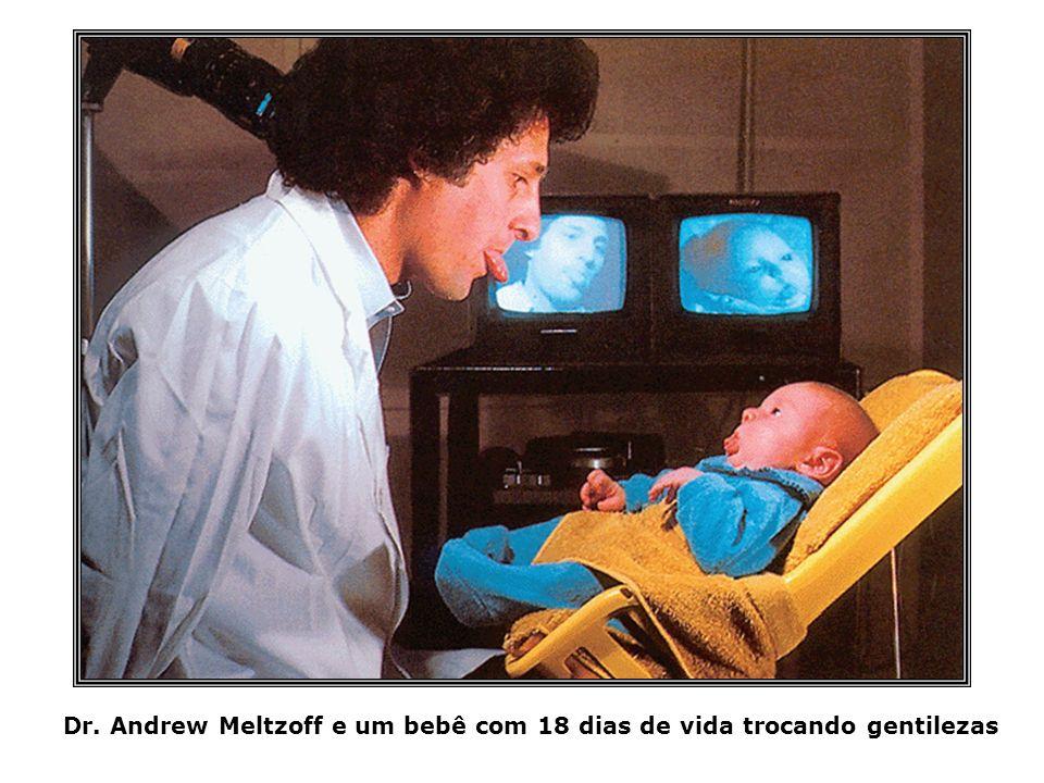 Dr. Andrew Meltzoff e um bebê com 18 dias de vida trocando gentilezas