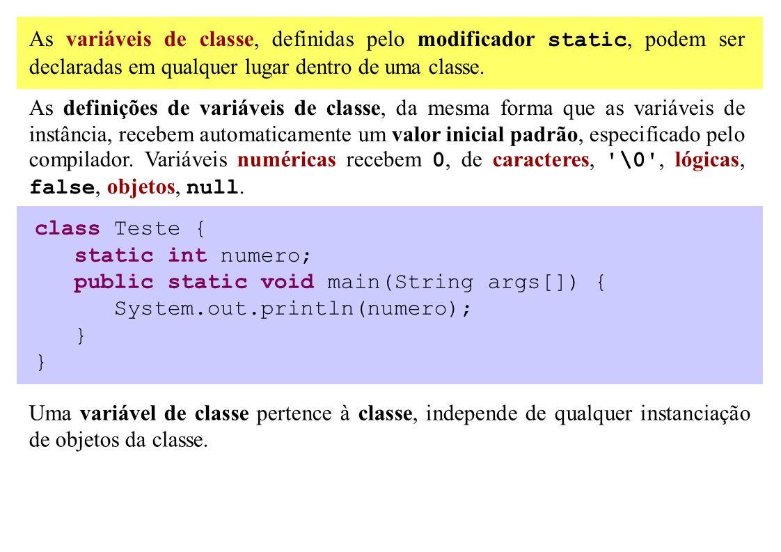 As variáveis de classe, definidas pelo modificador static, podem ser declaradas em qualquer lugar dentro de uma classe. As definições de variáveis de