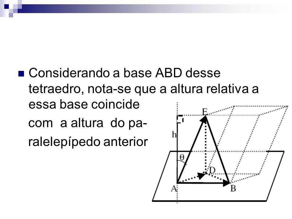 Considerando a base ABD desse tetraedro, nota-se que a altura relativa a essa base coincide com a altura do pa- ralelepípedo anterior