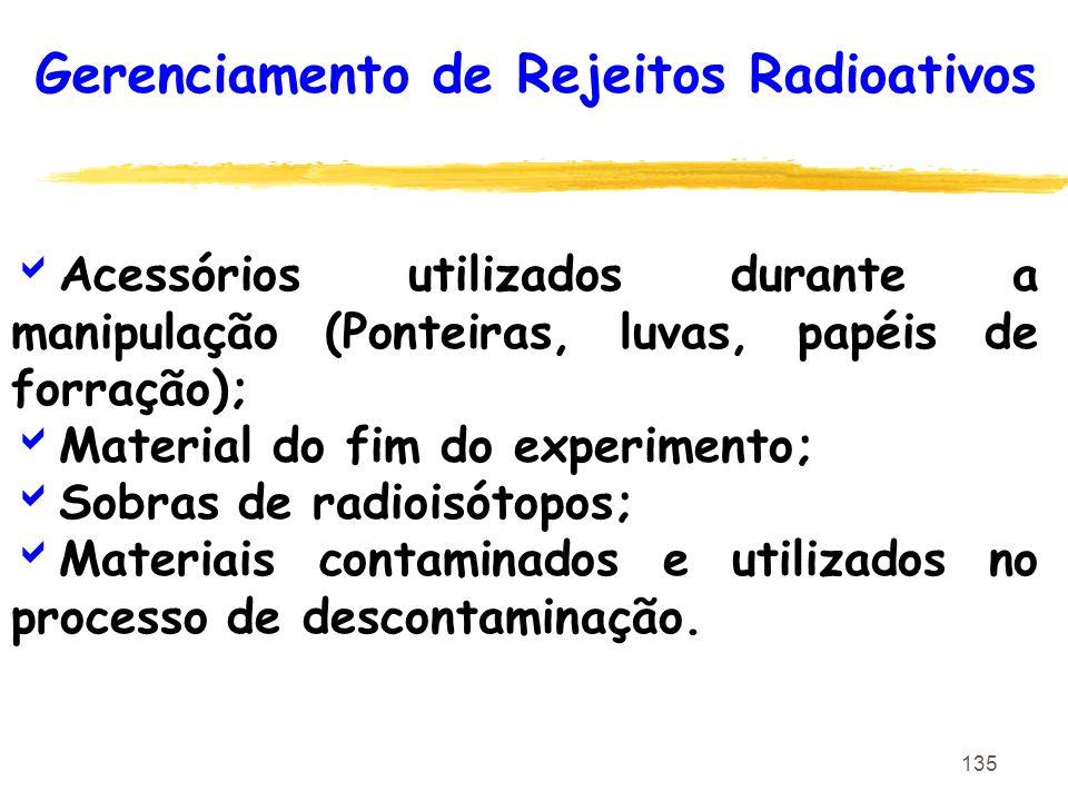 135 Acessórios utilizados durante a manipulação (Ponteiras, luvas, papéis de forração); Material do fim do experimento; Sobras de radioisótopos; Mater