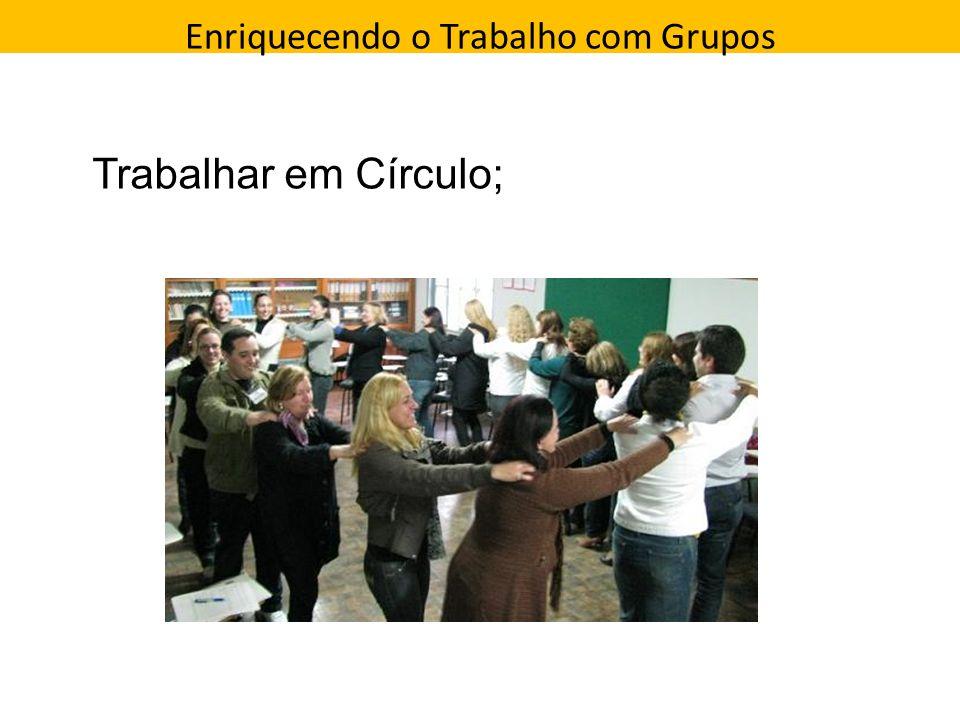 Enriquecendo o Trabalho com Grupos Direção que a pessoa toma Trabalhar em Círculo;