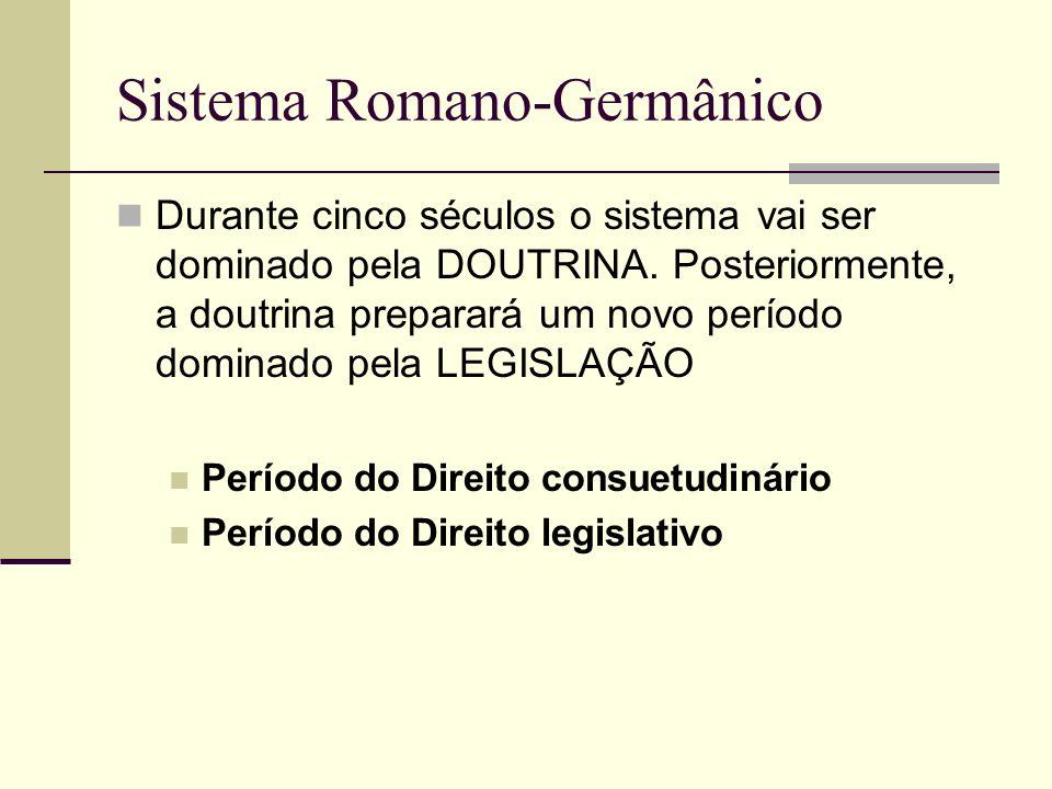 Sistema Romano-Germânico Durante cinco séculos o sistema vai ser dominado pela DOUTRINA. Posteriormente, a doutrina preparará um novo período dominado