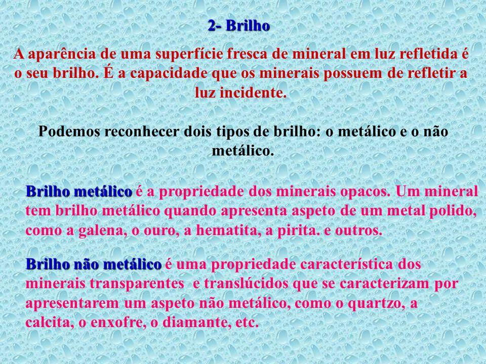 2- Brilho A aparência de uma superfície fresca de mineral em luz refletida é o seu brilho. É a capacidade que os minerais possuem de refletir a luz in
